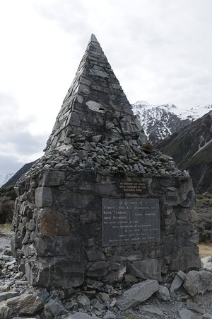 Aoraki Mount Cook National Park (Te Wahipounamu), Nieuw-Zeeland: Alpine Memorial - up close