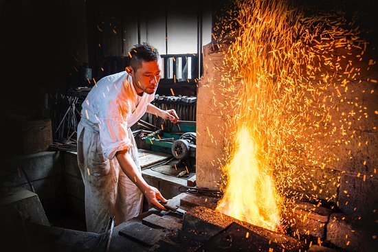 Hashima, Japonia: Make your own knife with Japanese swordsmith certified by the Japanese government.