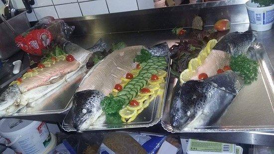 Serent, France: Saumons pochés pour buffets