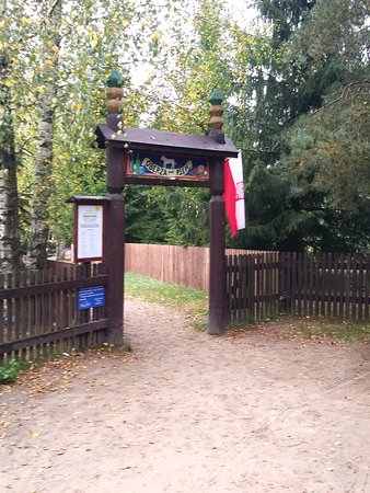Kadzidlowo, Polandia: Wejście na teren oberży
