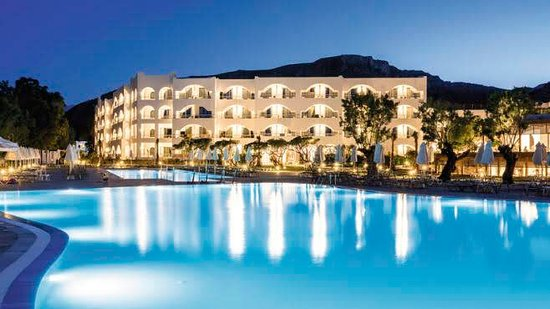 Atlantica Akti Zeus Hotel: Came here every day after dinner for a walk, catch the lovely views and also sit on the beach lo
