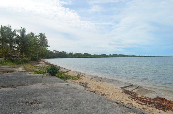 Lautoka, Fiyi: Saweni - Resti di cemento fino in mare