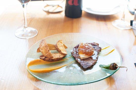 La Comilona: Presa ibérica con queso de cabra y cebolla caramelizada