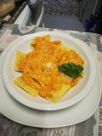 Ravioli di zucca con crema di carote