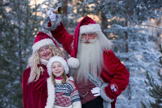 Julenissen bor på Savalen sammen med nissemor og sin bror sotnissen