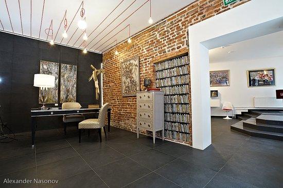 Vnutri Gallery