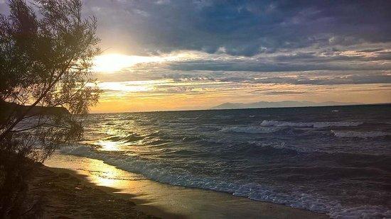 Peraia, Grécko: Η παραλία κατά την δύση του ηλίου