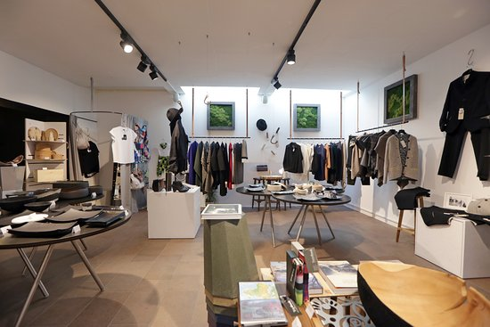 Brunico (Bruneck), Italien: full view of our shop