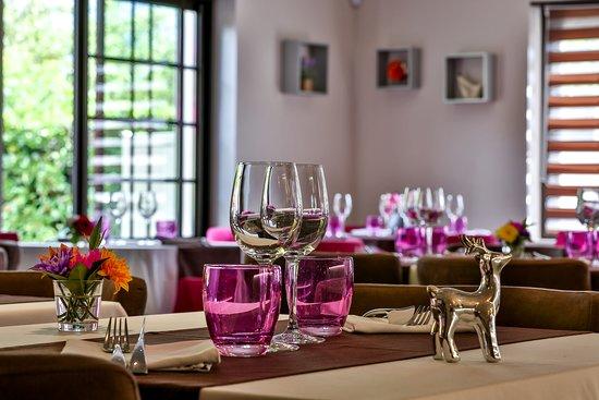 Bonneville, Frankrike: Une salle moderne et cosy