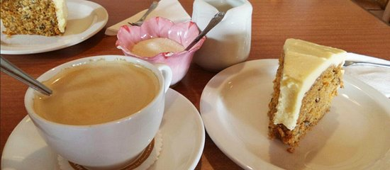 Loxton, South Africa: Carrot Cake (Cake of the Day)