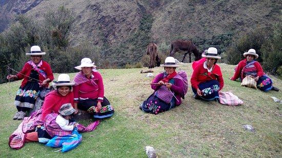 Hostel Casa del Montañista: vestimenta pueblos