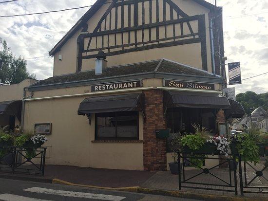 Ivry-la-Bataille, France : Vue rue porte à Bateaux