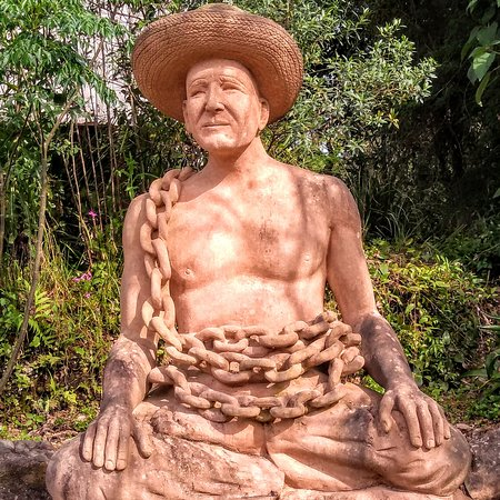 Julio de Castilhos, RS: O escultor Rogério Bertoldo na época em que carregava pedras de arenito pesadas.