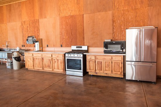 Junction City, OR: Our RV Park pavilion is furnished with the cooking amenities you will need to serve a crowd.