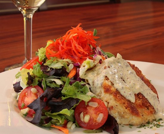Crab Cake Salad - Picture of 131 MAIN Restaurant, Charlotte