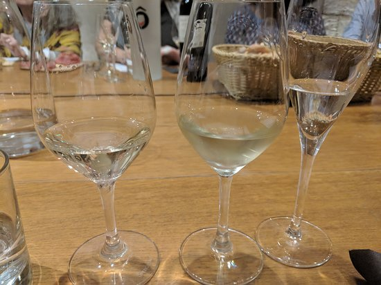 Paris French Wine Tasting in Elegant Bar with Lunch & Champagne Options: The whites