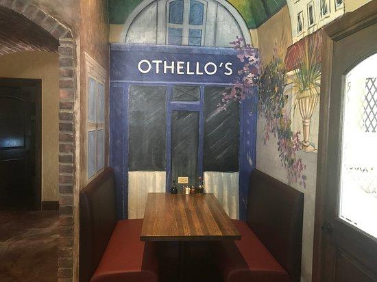 Othello's Italian Restaurant: Intamite table for four?
