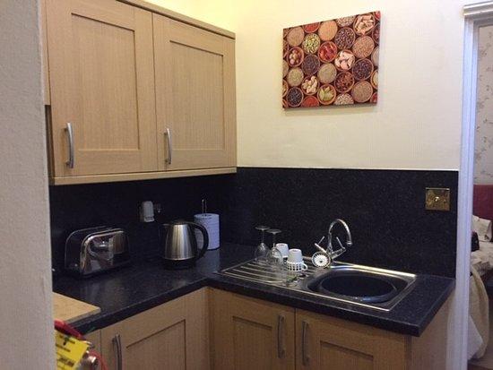 Fritton, UK: kitchenette