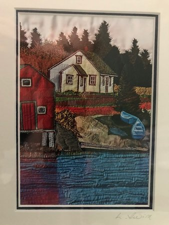 Lunenburg, Canada: Laurie Swim pint of a house along the water
