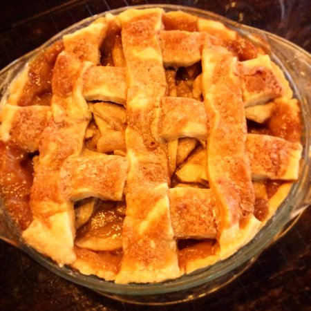 Sage Hen Cafe: Caramel Apple pie 🥧