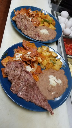 La Puente, Califórnia: Chilaquiles con Carne Asada