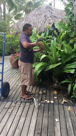 Tokoriki Island Resort: Coconut demonstration