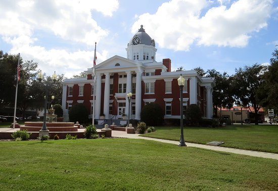 Dade City, FL: Pasco County Courthouse