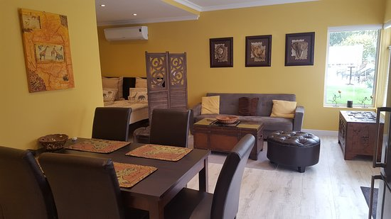 Junior-Suite Pinotage - Lounge and Dining Area
