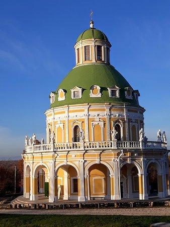 Храм прекрасен при любом освещении