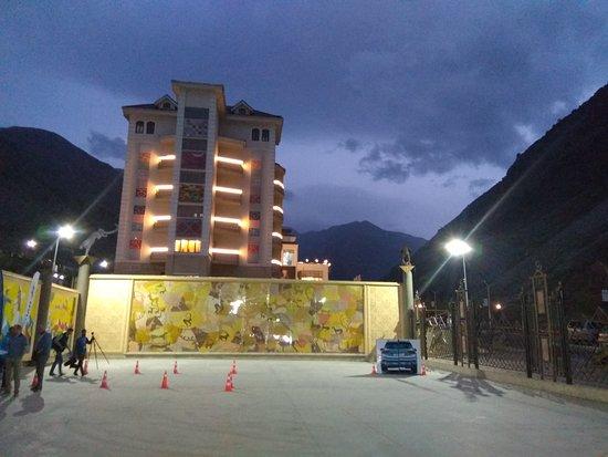 с.Кой-Таш, Киргизия: Отель Jannet вечером