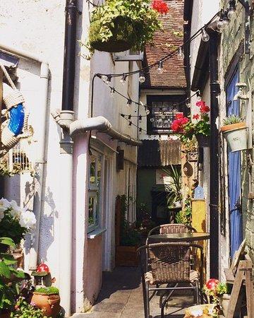 Suzie's Gift and Tea Shop: Looks Mediterranean!