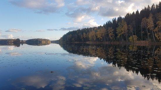 Stjärnhov, Sverige: Sjön nedanför boendet