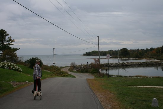 Spruce Head, ME: walking toward the causeway with the hotel to the left and the ocean straight ahead