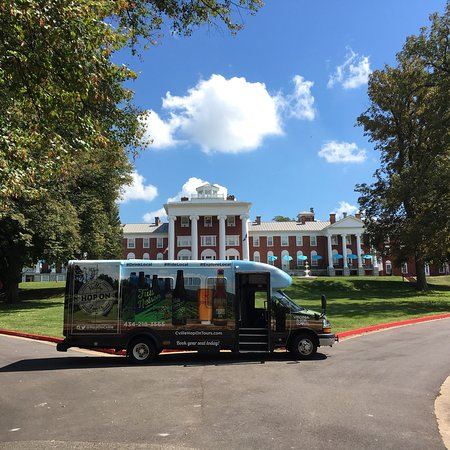 Valley Hop On Tours: Valley Hop On Bus outside of the Blackburn Hotel