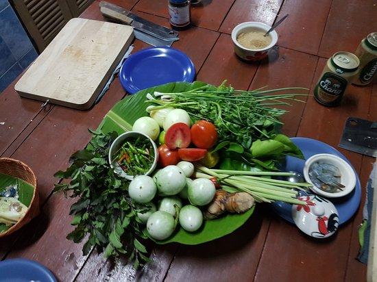 Saraphi, Tailandia: 20181025_180834_large.jpg