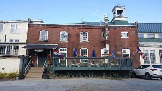 Bridgewater, VT: Outside of Ramunto's