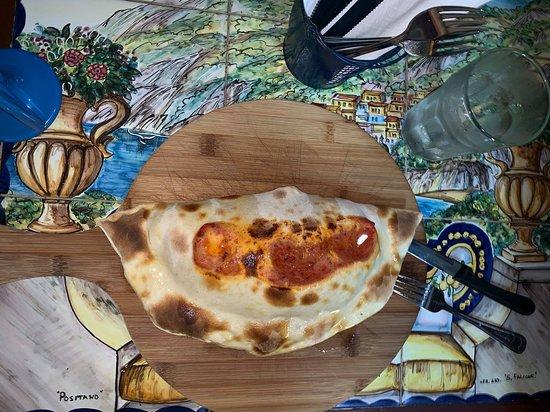 Mama Mia Italian Deli & Pizzeria: Delicious Calzone
