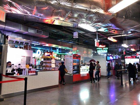 Dekalb Market Hall: Many food vendors
