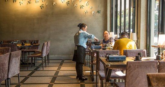 Liujie Beer Fish (Ding'E restaurant): Restaurant interior