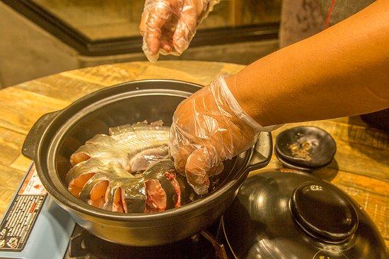 Liujie Beer Fish (Ding'E restaurant): beer fish preparation step 2