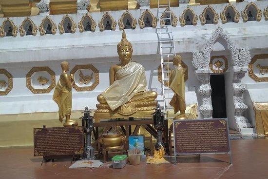Wat Phrathat Mon Phrachao Lai