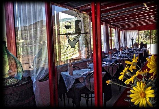 Santa Margherita di Staffora, Italy: ...la terrazza ristorante