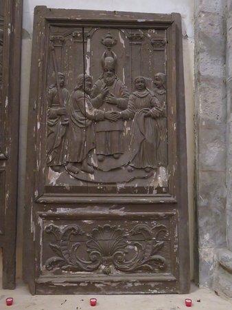 Marcilhac-sur-Cele, فرنسا: Sculpture sur bois