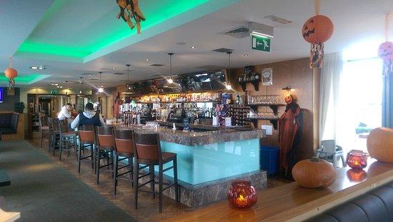 Moyvalley, Irland: Sundial Bar