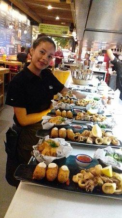 Camarera cordial , servicio espectacular y la comida exquisita