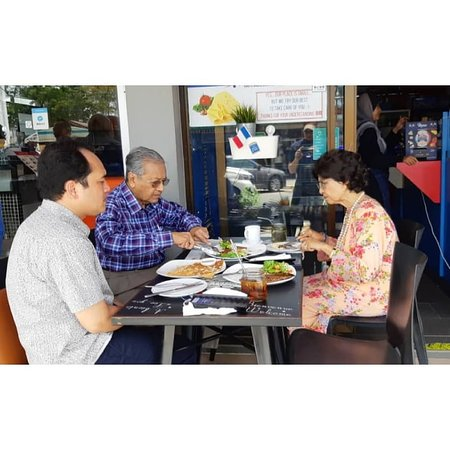 MY French Factory: Tun Dr Mahathir, Prime minister of Malaysia and his wife, eating french crêpes at MY French Fact