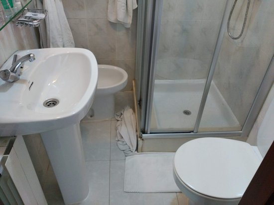 Gondomar, Испания: Baño claustrofóbico
