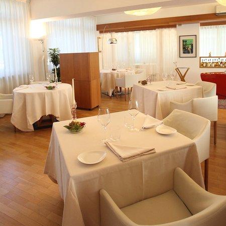 Isola d'Asti, Italien: Particolare della sala pranzo