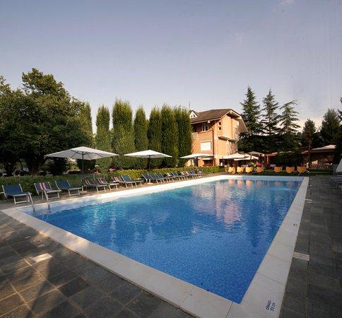 Isola d'Asti, Italien: La piscina della struttura