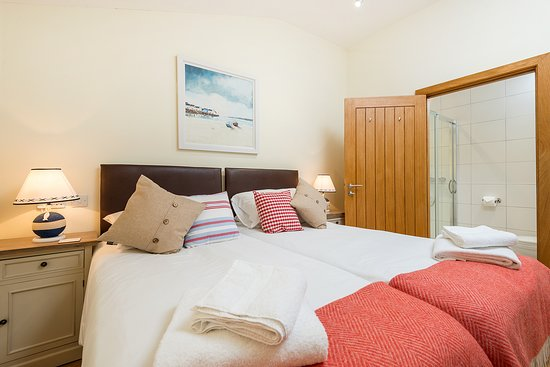 Wallops Wood Cottages Silver Birch Cottage can have twin beds or double beds